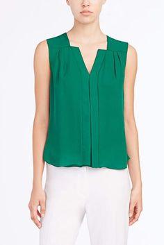 blusa verde Blouse Dress, Sleeveless Blouse, Fashion Outfits, Womens Fashion, Fashion Blouses, Blouse Styles, Top Pattern, Capsule Wardrobe, Dress Patterns