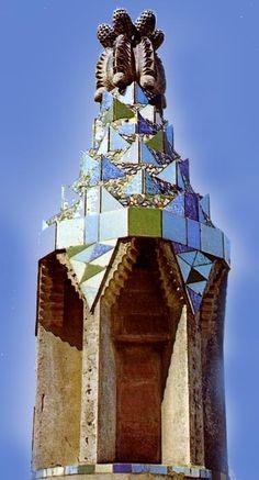 Finca Güell / Ceramicas / Torre de ventilación cuvierta de tracandis