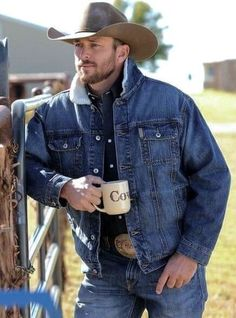 Cowboys and Country Boys - In Gear Cowboy Outfits, Country Outfits, Cowboy Outfit For Men, Hot Country Men, British Country, Chambray, Cowboys Men, Real Cowboys, Rodeo Cowboys
