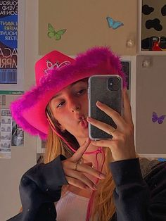 Pink Cowboy Hat, Cowgirl Hats, Cowgirl Costume, Indie Outfits, Cute Outfits, Indie Girl, Aesthetic Indie, Insta Photo Ideas, Skater Girls