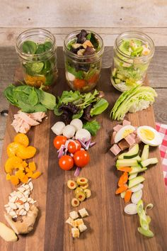 ALMUERZO A LA OFICINA. PREPARAR AS ENSALADAS EN TARROS DE VIDRIO. http://www.favehealthyrecipes.com/Salad/Mason-Jar-Salads#1xQAUUJbIW8D6pgr.32 Mason Jar Salads