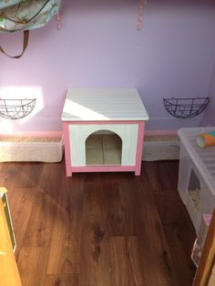 shed/run combo Rabbits United Forum - hanging baskets make a great way to keep eating hay clean and keep buns busy while they eat :D Bunny Sheds, Rabbit Shed, Pet Rabbit, Indoor Rabbit House, House Rabbit, Bunny Supplies, Indoor Outdoor, Litter Pan, Rabbit Crafts
