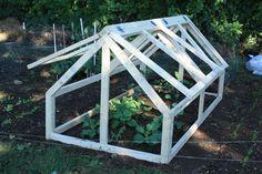 Bepa's Garden: Building the mini-greenhouse