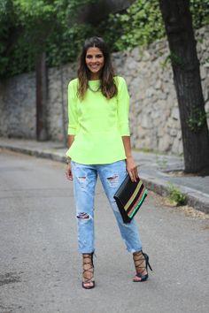 trendy_taste-look-outfit-street_style-ootd-blogger-blog-moda_espaa-fashion_spain-style-mas34-yellow-amarillo-boyfriend_jeans-vaqueros_boyfriend-fluor-fluo_shirt-camisa_fluor-12 | More outfits like this on the Stylekick app! Download at http://app.stylekick.com