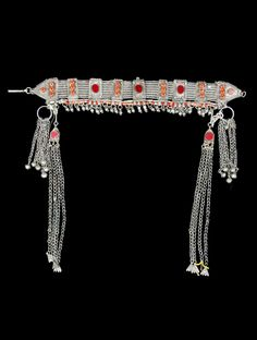 Yemen | Woman's headdress; silver and glass (including the cabochons made to look like coral) | 20th century | © Musée du quai Branly