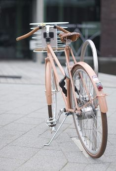 A fabulous pastel pink retro / vintage bike. Velo Retro, Velo Vintage, Vintage Bicycles, Retro Bikes, Pink Bike, Cycle Chic, Bicycle Design, My Ride, Custom Bikes