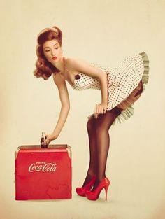 Festa Pin Up, Fotos Pin Up, Coca Cola Poster, Pinup Photoshoot, Pin Up Girl Vintage, Vintage Pins, Vintage Style, Pin Up Poses, Pin Up Photography
