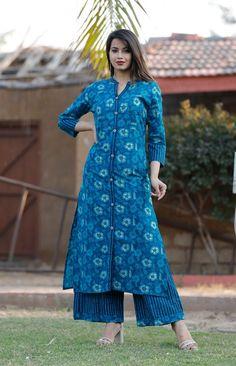 Hot Selling Printed Kurta Palazzo Set from Stf Store Kurta Designs Women, Kurti Neck Designs, Dress Neck Designs, Salwar Designs, Blouse Designs, Neckline Designs, Indian Designer Outfits, Designer Dresses, Designer Kurtis