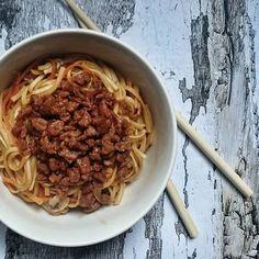 Soja façon porc au caramel Protéine de soja caramélisés Seitan, I Want To Eat, Tofu, Chili, Vegan Recipes, Vegan Food, Veggies, Beef, Cooking