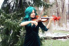 May you carry sweet melodies in your heart this season 🎻 Happy holidays from TarmoKat Cosplay 🎄 Wearing an Arda Wigs Ferrari Classic in Dark Green. Holding my own violin. I have been playing for 20 years