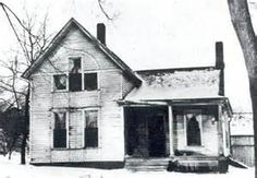Villisca Ax Murder House -- A Crime Unsolved Since June 1912 Most Haunted Places, Spooky Places, Ghost Hauntings, Moore House, Places In America, Peaceful Places, Abandoned Places, Places To Visit, Ghost Stories
