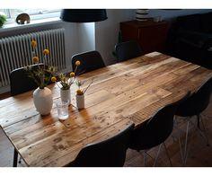 Spisebord, Rustiskt spisebord lavet af Euro-paller. Bordet