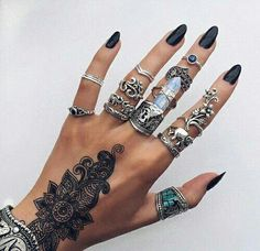 grafika nails, tattoo, and rings
