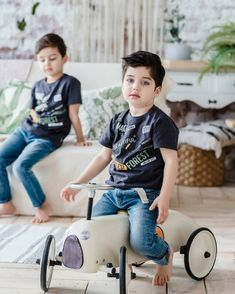 Cute Kids, Cute Babies, Embossed Wallpaper, How To Have Twins, Cute Baby Pictures, Beautiful Children, Ideias Fashion, Baby Strollers, Kids Fashion