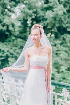 Zart wie eine Elfe ist dieser Braut-Look! Must-have für deine Traumhochzeit: die schönsten Brautschleier
