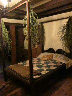 Prim bedroom..