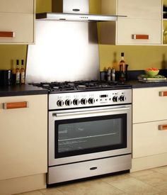 The Rangemaster Professional Plus 90 FX range cooker is full of secrets. Inside is an enormous single oven with two grills. Taking out the shelves you can insert the ESP (Energy Saving Panel) and use the oven an a standard sized cavity which is more efficient to use if you are only cooking smaller meals. The left zone then doubles-up as a great warming zone (perfect for plate warming). The hob has 5 gas zones, including a wok burner and a removable teppanyaki griddle.