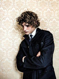 Niels Schneider in L'Uomo Vogue/ Valentino/ Curls/ Wallpaper Niels Schneider, Gabriel, Man Smoking, Aesthetic People, Portraits, Vogue Magazine, Pretty Face, Character Inspiration, Poses
