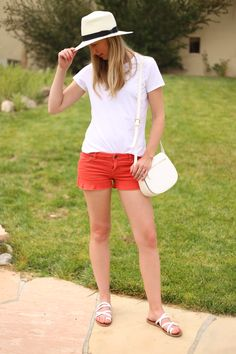 summer outfit with cut off corduroy orange shorts, GAP modern crew neck tee, white sandals a panama hat and cross body bag on the fashion blog