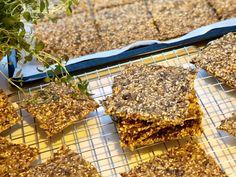 Hjemmelaget knekkebrød med timian og maldonsalt – Henriettes matblogg Bread, Food, Brot, Essen, Baking, Meals, Breads, Buns, Yemek