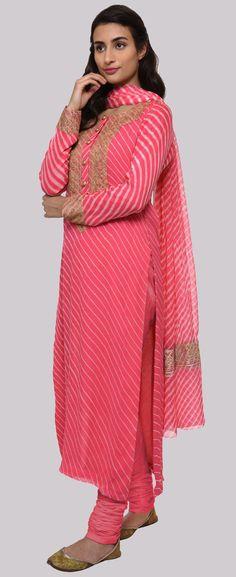 Red Shot Pink Handcrafted Leheriya Suit With Kashmiri Tilla Embroidery Designer Dress For Men, Designer Salwar Suits, Indian Designer Wear, Designer Dresses, Simple Pakistani Dresses, Indian Dresses, Indian Outfits, Bandhani Dress, Saree Dress