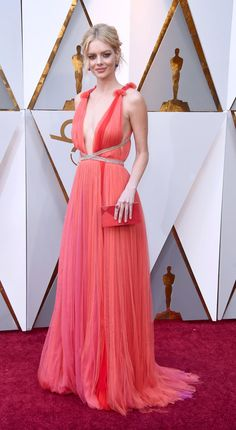 Samara Weaving in Schiaparelli - Oscars 2018 Dressed To The Nines, Well Dressed, Bad Fashion, Glamorous Dresses, Celebrity Red Carpet, Red Carpet Looks, Red Carpet Dresses, Red Carpet Fashion, Pretty Dresses