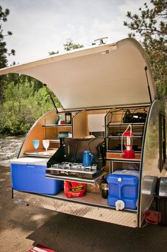 Stunning Teardrop Trailer Rv Camper Model Ideas To Consider, There are lots of reasons why folks want teardrop trailers. Let's look at why you need to consider a teardrop trailer. A teardrop'' trailer is a littl. Kombi Trailer, Kombi Motorhome, Trailer Build, Camper Trailers, Travel Trailers, Truck Camper, Mini Camper, Camper Life, Offroad Camper