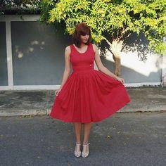 Vestido midi rodado de pregas. Vestido de poá vermelho.   Vestido A Dançarina by Andreia Brondi Store.
