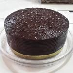 Torta húmeda de chocolate decorada - ¡Divina! Flan, Cake Tutorial, Cocoa, Chocolate Cake, Oreo, Delicious Desserts, Bakery, Food And Drink, Pudding