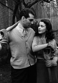 Laurence Olivier and Vivien Leigh in their garden