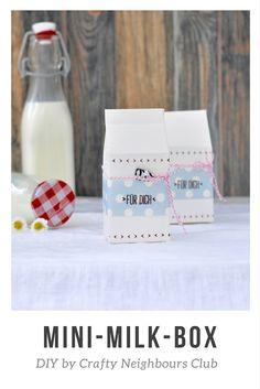 DIY für eine Mini-Milchtüte. Eine originelle Geschenkverpackung mit PDF-Vorlage als Freebie auf unserem Blog.