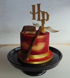 So happy to finally get to make a Harry Potter themed cake #harrypottercake #harrypotter #hpcake #harrypottercakes #cakestyling #foodporn…