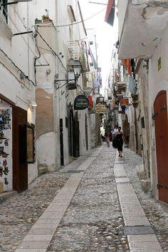 The Narrow Winding Shopping Streets In Vieste, Pugila, Italy