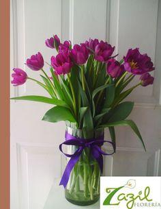 Florería en Cancún  Hermosos tulipanes morados Envios de flores y regalos a domicilio.  Catalogo: www.floreriazazil.com #floreriasencancun #floreriazazil
