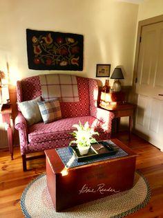 Primitive Living Room, Primitive Homes, Primitive Furniture, Country Primitive, Prim Decor, Country Decor, Farmhouse Decor, Primitive Decorations, Christmas Decorations