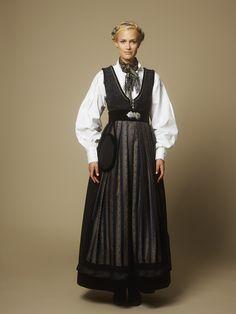 Jubileumsdrakten – i samarbeid med Oslo kommune – Eva Lie Design Folk Costume, Costumes, Norwegian Fashion, Classy Outfit, Scandinavian Fashion, Folk Fashion, Oslo, Costume Design, Traditional Outfits