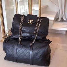 Chanel Supermodel Tote and Boston Duffle Bag Chanel Tote, Chanel Handbags, Chanel Luggage, Handbags 2014, Coco Chanel, My Bags, Purses And Bags, Looks Plus Size, Beautiful Bags