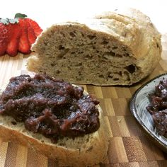 Natural yeast bread with anko(red bean paste)! With the anko I made I spread it on the loaf of freshly baked natural yeast bread!! 天然酵母 あんこぱん。 甘さ控えめのあんこを圧力鍋で作り、ローフに焼いた天然酵母ぱんをスライスして、あんこをたっぷりのせて、いただきまぁ~す!