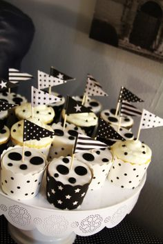 pateygirl - Black and White themed party