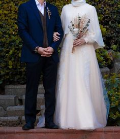 Image may contain: one or more people, standing people . - the makeup augen hochzeit ideas tips makeup Muslim Wedding Gown, Muslimah Wedding Dress, Muslim Wedding Dresses, Dream Wedding Dresses, Wedding Attire, Bridal Dresses, Wedding Gowns, Muslim Brides, Wedding Abaya