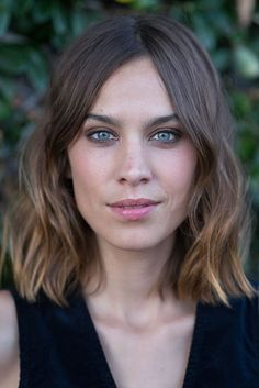 Alexa Chung long bob with waves. Hairstyle to copy.
