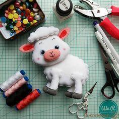 Пасхальная овечка из фетра Привет, мои фетровые друзья!Свой Пасхальный стол в этом году я решила украсить фетровыми фигурками зайчиков,...