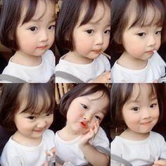 """Cô bé """"50 sắc thái"""" có đôi má bụ bẫm và ngọt ngào như chiếc bánh Mochi Cute Asian Babies, Korean Babies, Asian Kids, Cute Babies, Cute Little Baby, Little Babies, Baby Kids, Cute Baby Girl Pictures, Baby Photos"""