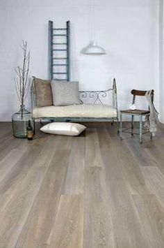 Grijze eiken vloer, een houten vloer met karakter.
