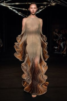 Iris Van Herpen Haute couture Fall/Winter Femme Fashion Show Fashion Week, Fashion Art, Runway Fashion, Fashion Beauty, Fashion Show, Fashion Outfits, Womens Fashion, Fashion Design, Fashion Tips
