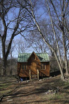woodland-tiny-house-(13 pics) Rebecca`s Tiny House Swoon - full bath w tub