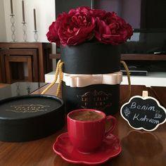 ♥ ☕ Turkish coffee and red roses // Photography by filiz (@benimkahvem) • Instagram