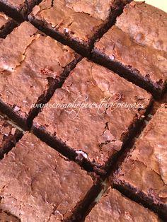 corteza-del-brownie Chocolate Lava Cake, Love Chocolate, Chocolate Cupcakes, Chocolate Ganache, Sweet Cooking, Lava Cakes, Fudge Brownies, Brownie Recipes, Food And Drink