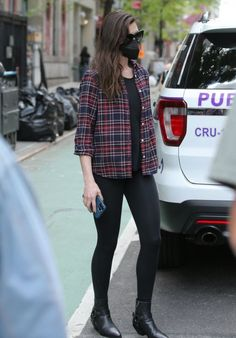 Anne Hathaway in plaid shirt, leggings and booties | For more style inspiration visit 40plusstyle.com Celebrity Photos, Celebrity Style, Anne Hathaway Style, How To Wear Leggings, Online Photo Gallery, Celebs, Celebrities, Plaid, Street Style