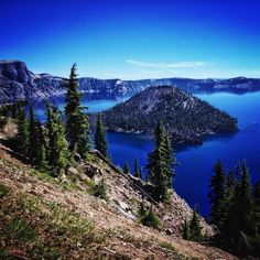Crater Lake National Park in #Oregon has a brilliantly vibrant blue.    Photo courtesy of ravenreviews on Instagram.